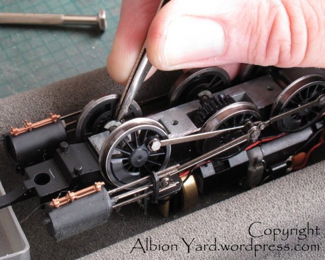 Fixing circlips with chassis baseplate removed
