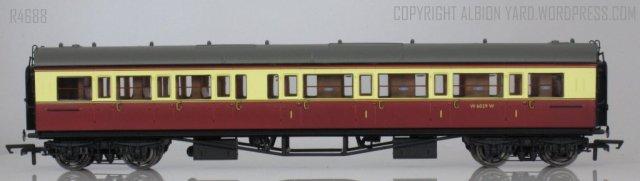 Hornby R4688 Collett Corridor Composite (RH)